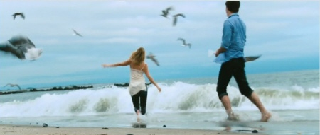 Erin and Garrett on the beach from the New Line Cinema film Going the Distance