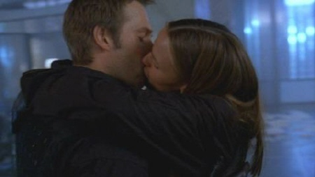 Vaughan and Sydney kiss on Alias