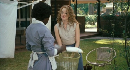 Skeeter asks Abileen for help with her column from the Dreamworks Pictures film The Help