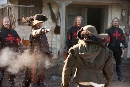 Rochefort shoots Dartagnan from the Constantin Film Three Musketeers 2011