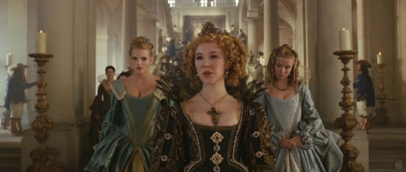 Juno Temple as the Queen from the Constantin Film Three Musketeers 2011