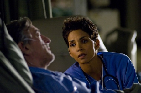 Robert DeNiro and Halle Berry from the New Line Cinema film New Years Eve