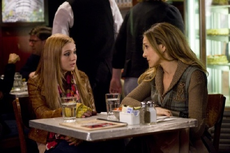 Abigail Breslin and Sarah Jessica Parker from the New Line Cinema film New Years Eve