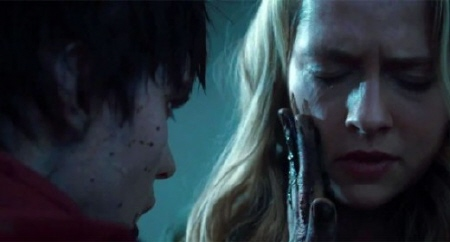 R smears blood on Julie from the Summit Entertainment film Warm Bodies