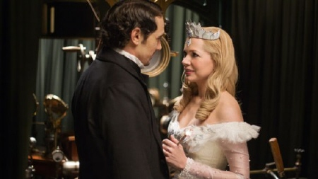 Oz and Glinda from the Disney film Oz the Great and Powerful